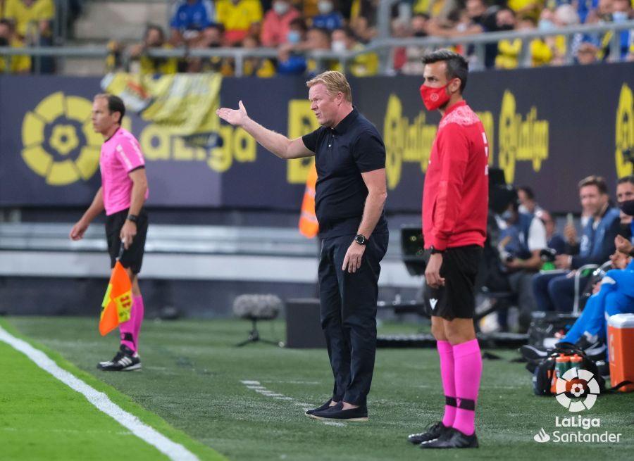 عقوبة منتظرة بحق مدرب برشلونة كومان