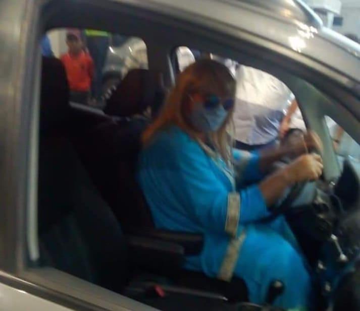 لبناني يتنكر بزي امرأة للحصول على الوقود