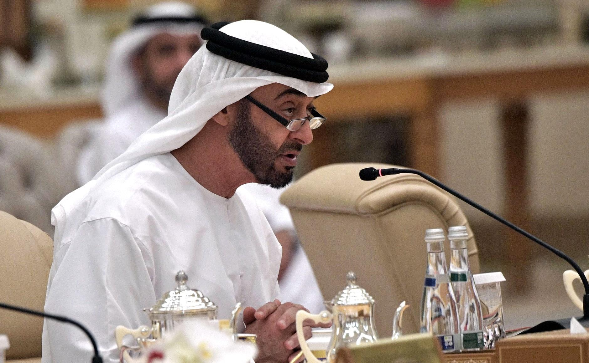 ناشط قطري يسخر من الإمارات