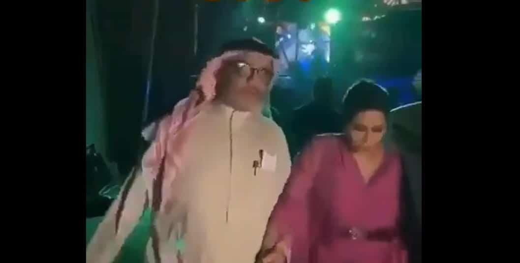 مسؤول في هيئة الترفيه السعودية يغازل مغنية
