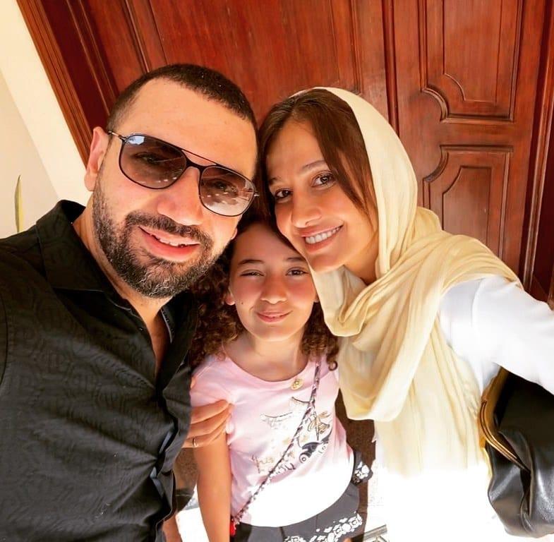 معز مسعود ينشر صورة له مع زوجته حلا شيحا