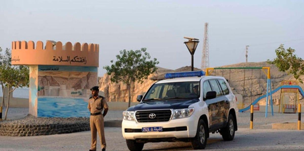 عمانيون يتحدثون عن إلغاء رسوم خمسة ريالات بالنسبة للمنافذ البرية