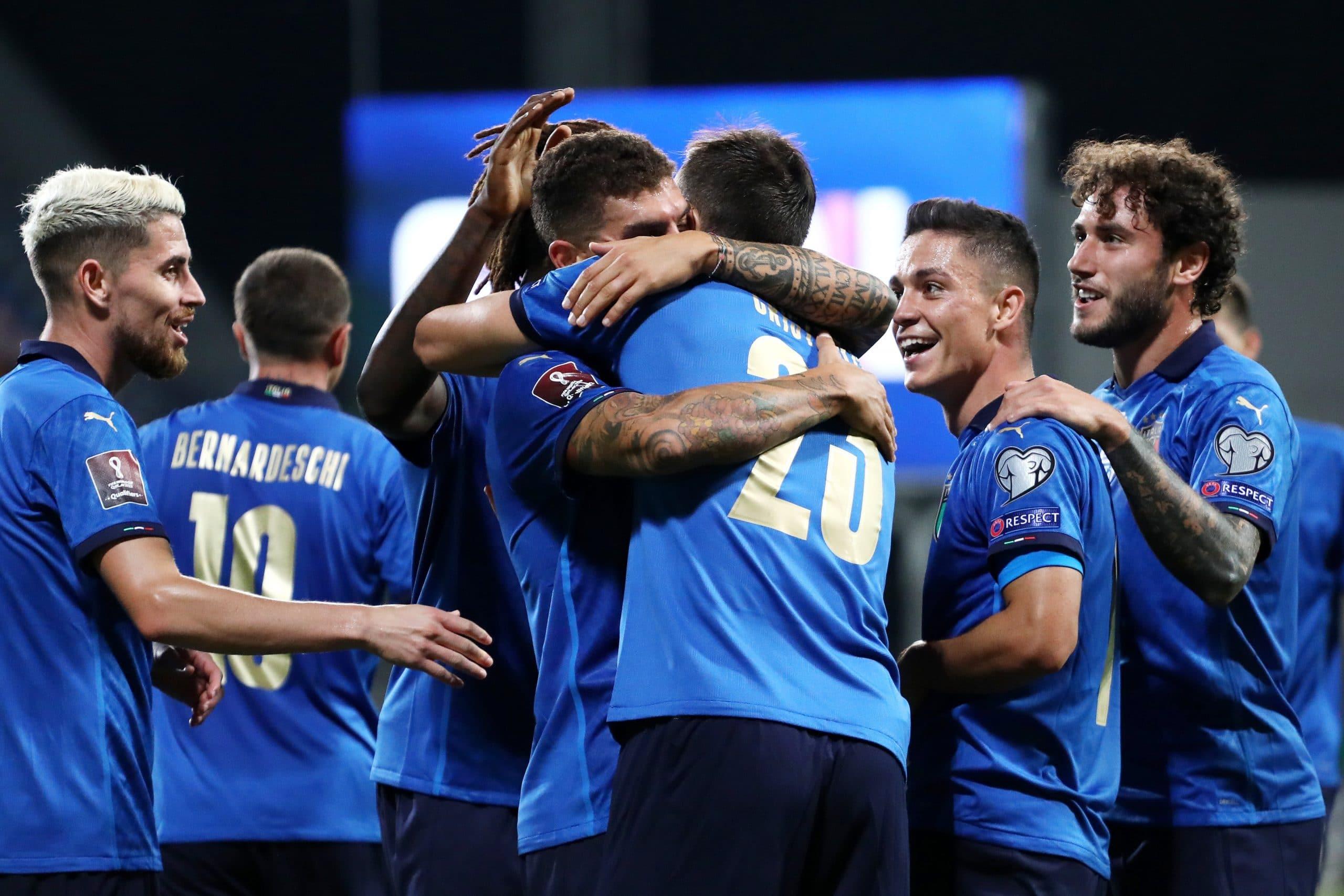 احتفال منتخب إيطاليابعد تسجيل أحد أهدافه في شباك منافسه الضيف ليتوانيا