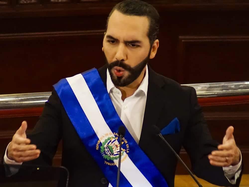 """رئيس السلفادور نجيب بوكيلة: أنا """"أروع ديكتاتور في العالم""""! (شاهد)"""