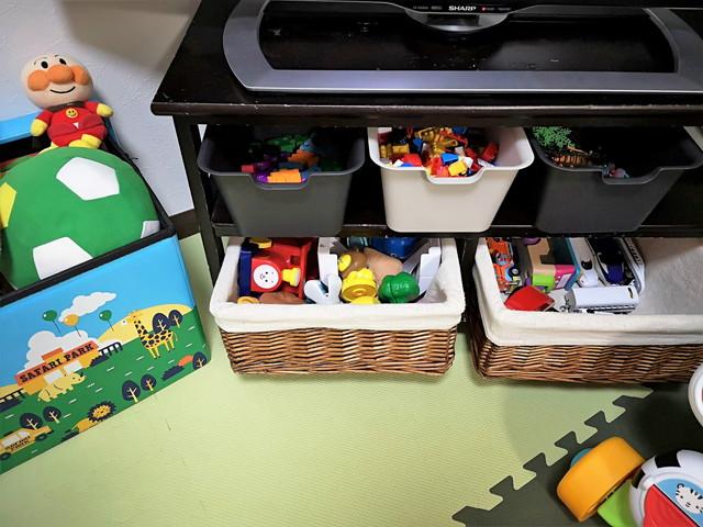 【お家モンテ入門】おもちゃ棚を買わずに100均アイテムで集中して活動できる環境を作る方法。 モンテッソーリ教具棚