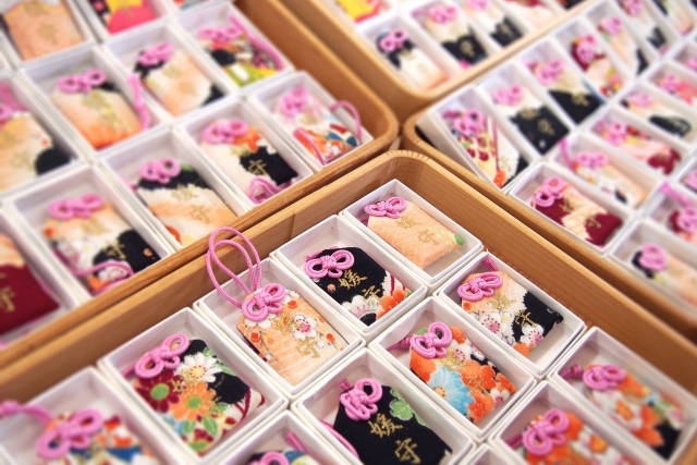 初詣に神社で買うものは何がある?!参拝の正しい順番を把握しておこう!