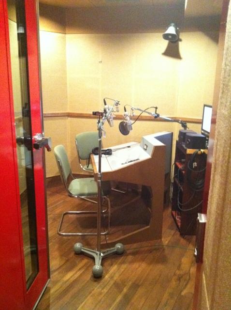ラジオパーソナリティの年収と目指す方法