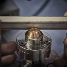 Chronomètre_FERDINAND_BERTHOUD_FB_making_of_Polishing of the fusee sharp angles with a cabron tool
