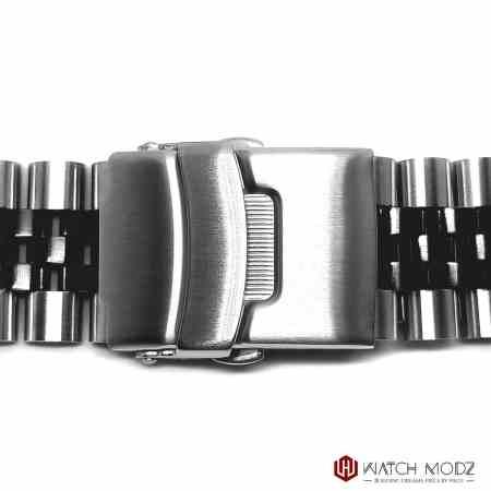 seiko skx007 two tone black and silver aftermarket jubilee bracelet buckle shot