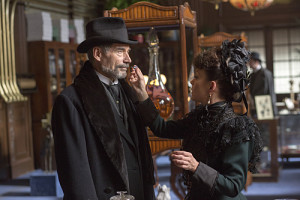Timothy Dalton as Sir Malcolm and Helen McCrory as Evelyn Poole in Penny Dreadful (season 2, episode 2). - Photo: Jonathan Hession/SHOWTIME - Photo ID: PennyDreadful_202_2984