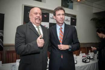 Tissot & Sport La firma suiza, responsabilidad de Carlos McBeath (der) en México, decidió rendir un homenaje a los líderes de opinión de la comunicación deportiva en nuestro país. Enrique Bermúdez de la Serna agradeció dicha condecoración.