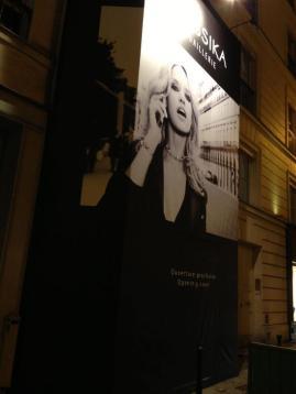 Está a punto de abrir su boutique propia en Rue St. Honoré en París, la primera de Messika, gracias a la gran aceptación que ha logrado en su negocio.