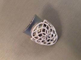La Colección Promess, está compuesta de diseños de formas audaces, que evocan la gran femineidad de los diamantes.