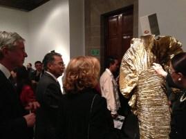 Vestido Krizia, ante la mirada de L'Ambasciatore Roberto Spinelli