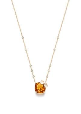 Whisky On The Rock Cocktail Inspiration: colgante de oro amarillo con un citrino talla cojín (aprox. 11,49 quilates), 6 diamantes talla brillante (aprox. 0,52 ct), 4 diamantes talla brillante color marrón (aprox. 0,26 ct) y 2 cuarzos tallados (aprox. 1,56 ct). Ref.. G33LC500