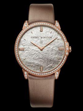 Midnight Monochrome: líneas puras le dan una poderosa identidad a este reloj con un tema monocromático y un bisel engastado con gemas.