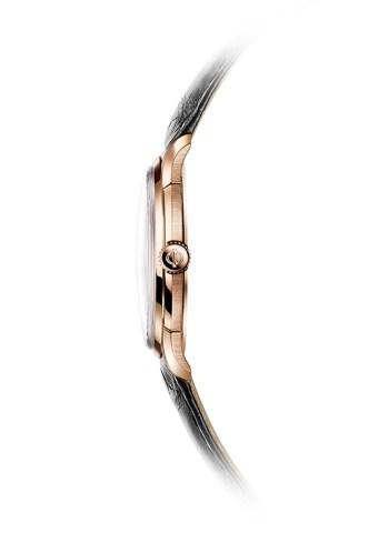 El Clifton 1830 cuenta con un calibre manufactura adaptado para Baume & Mercier por la Manufactura La Joux-Perret, el cual se encuentra visible a través del fondo de zafiro.