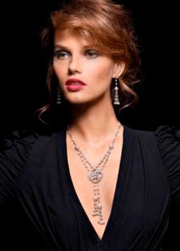 Colección Couture Précieuse // Collar en oro blanco de 18 quilates engastado con 160 diamantes talla brillante (aprox. 3,58 quilates). Ref. G37LQ400 / Pendientes en oro blanco de 18 quilates engastados con 66 diamantes talla brillante (aprox. 2,55 quilates). Ref. G38LQ500