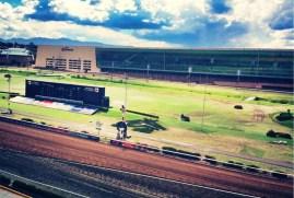 Perspectiva desde la suite Longines a la pista del Hipódromo de las Américas.