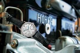 1815 UP/DOWN de oro blanco montado en el motor (14/40 HP) del Horch 1919 de cuatro cilindros.