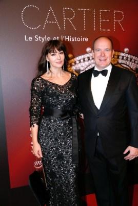 Monica Bellucci y el Príncipe Alberto de Monaco. GettyImages para Cartier.