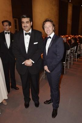 Sheikh Hamad Bin Abdullah Al Thani y el periodista Stephane Bern. GettyImages para Cartier.