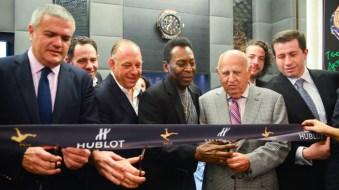 """Ricardo Guadalupe, CEO de Hublot, Sergio Berger, Ari Berger, Edson Arantes do Nascimento """"Pelé"""", Mauricio Berger, Alex Berger y Rodrigo Calvo."""