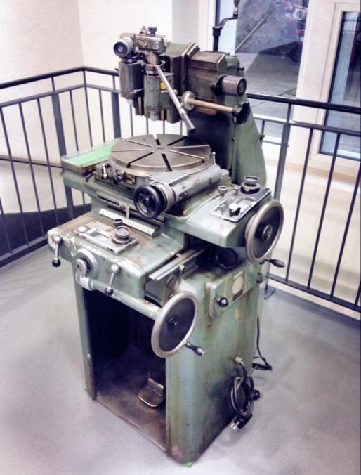 La maquinaria antigua continúa siendo parte de la manufactura, no obstante recuerda a los viejos relojeros que dieron brillo a la Casa.