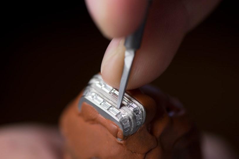 gem-setting_at_jaeger-lecoultre_manufactureceveline_perroud