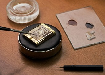 reverso-watch-tribute-to-scuola-grande-di-san-rocco_enamelling_photo-johann-sauty-2