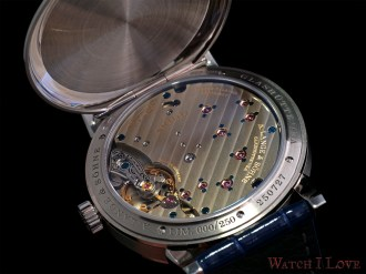 Playing with the light reveals the intrinsec details of the movement