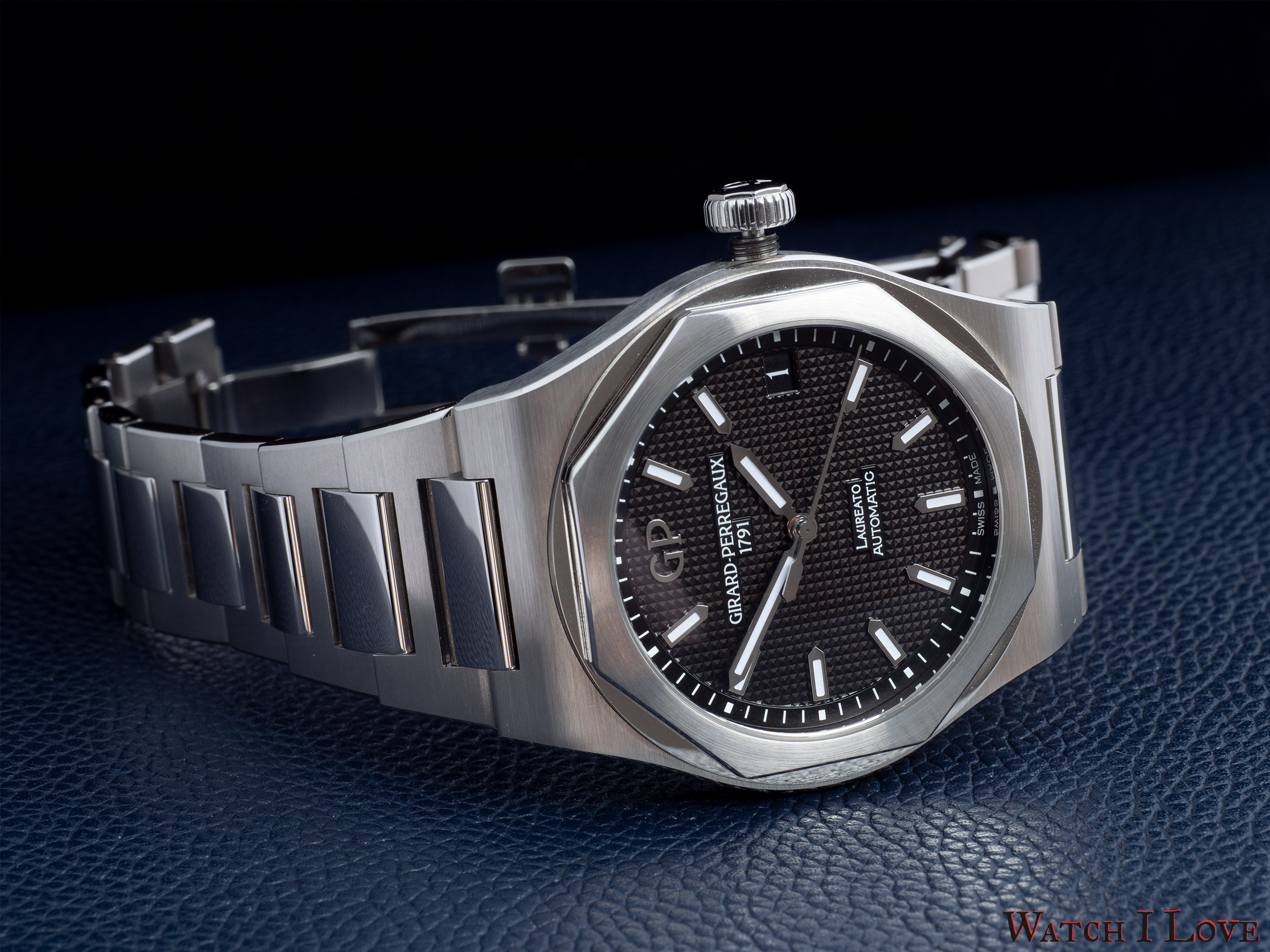 "Girard-Perregaux Laureato Ref. 81010-11-634-11A with black dial decorated with ""Clou de Paris"" pattern"
