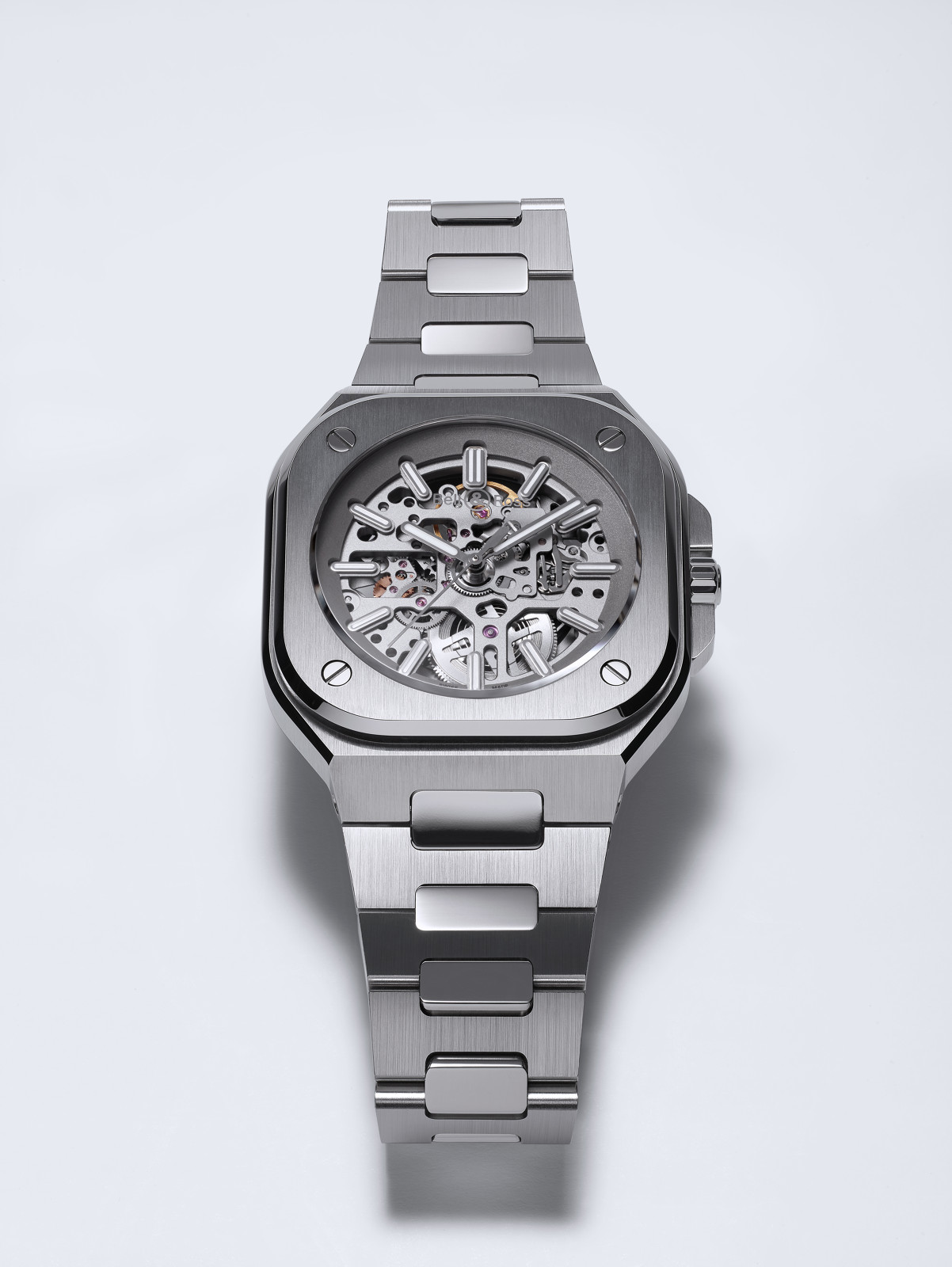 Limited to 500 pieces, the BR 05 Skeleton effortlessly showcases the caliber BR-CAL.322 designed by Bell & Ross.