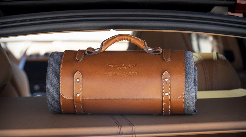 Aston Martin DBX picnic set
