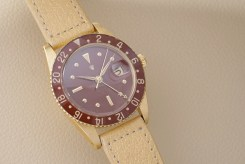 Rolex GMT-Master Reference 6542 in yellow gold with bakelite bezel