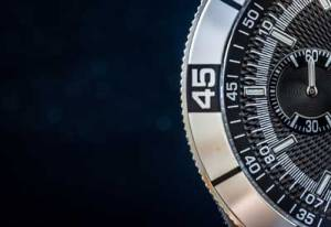 rotating bezel on dive watch