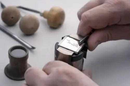 500 Nini Personalised Engraving Reverso @alexteuscher 1 1