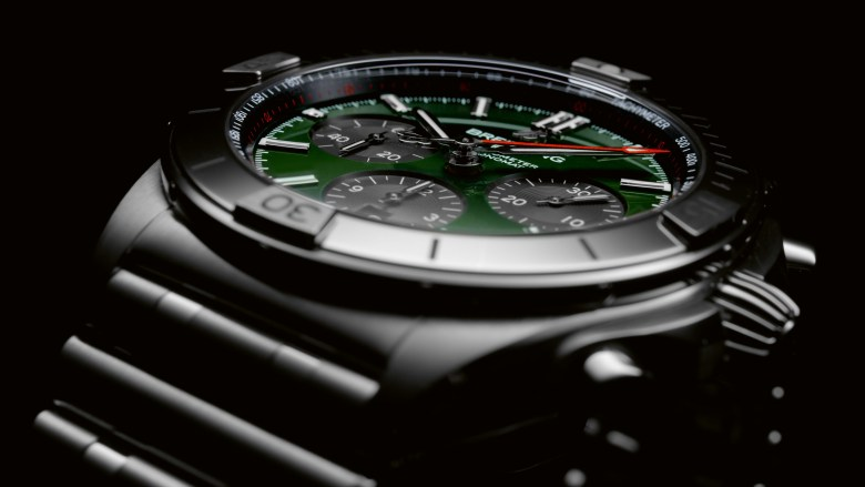 09 Chronomat B01 42 Bentley With A Green Dial And Black Contrasting Chronograph Counters 1024x576