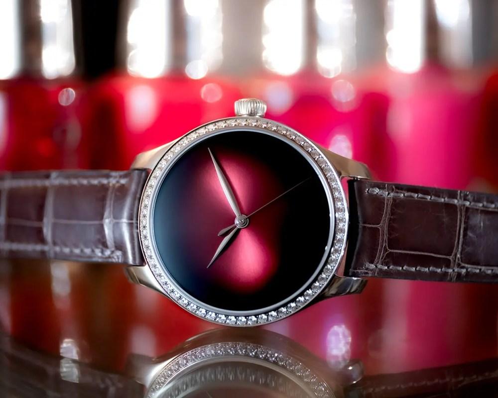 Endeavour Centre Seconds Diamonds Concept 1200 1208 Lifestyle 04