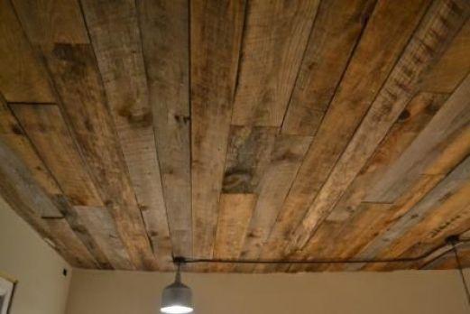 cat-kayu-mengkilap-Plafon-kayu