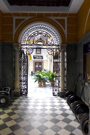 Doorway in Seville P1040278