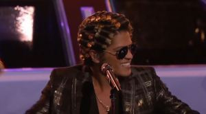 bruno_mars_the_voice_curlers