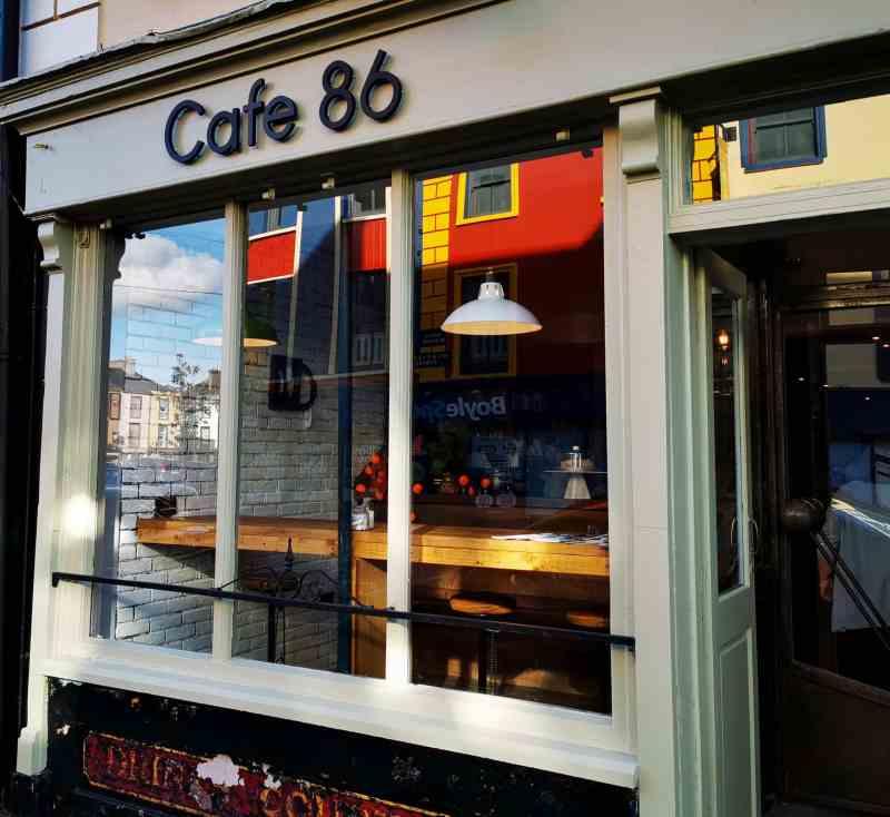 Place Cafe 86 Exterior 01