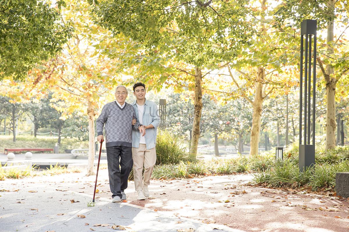 敬老陪伴老人散步圖片素材-JPG圖片尺寸6720 × 4480px-高清圖片501105472-zh.lovepik.com