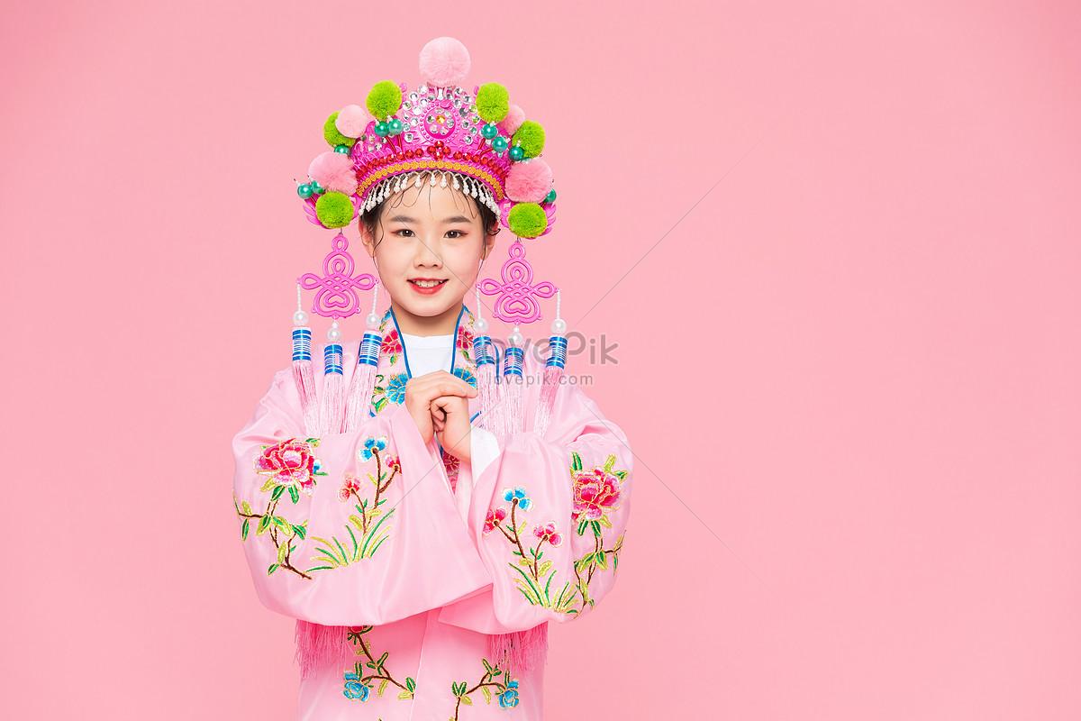 中國風潮流兒童戲劇戲服抱拳圖片素材-JPG圖片尺寸6720 × 4480px-高清圖片501581696-zh.lovepik.com