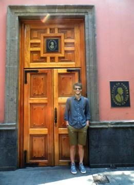 Door Cafe Tacuba