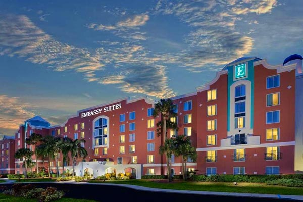 Entrance to the Embassy Suites Lake Buena Vista in Orlando
