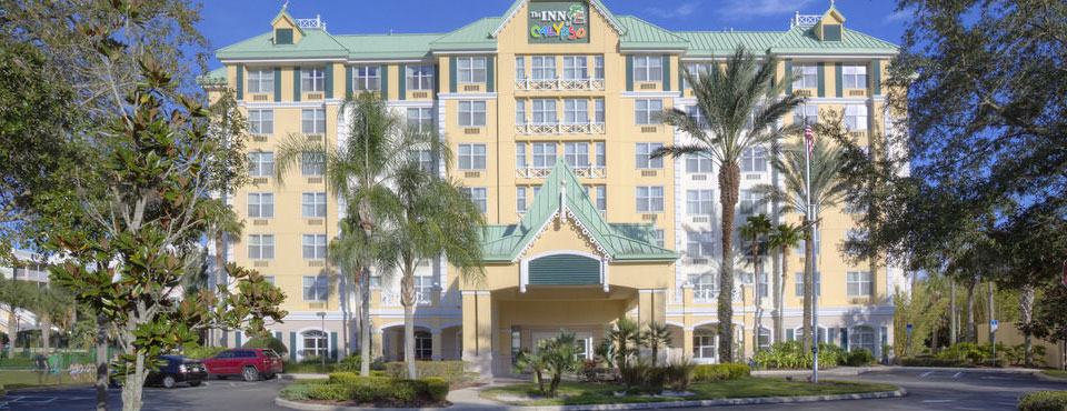 Front entrance and drive to the Inn at Calypso Cay in Kissimmee 960