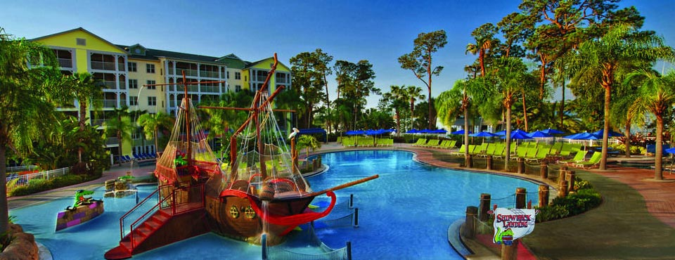 Wide Overview of the Pirates Splash Down Children's Water Park with Zero-Entry access, water fountains and Water Slides at the Marriott Harbour Lake Resort in Orlando 960
