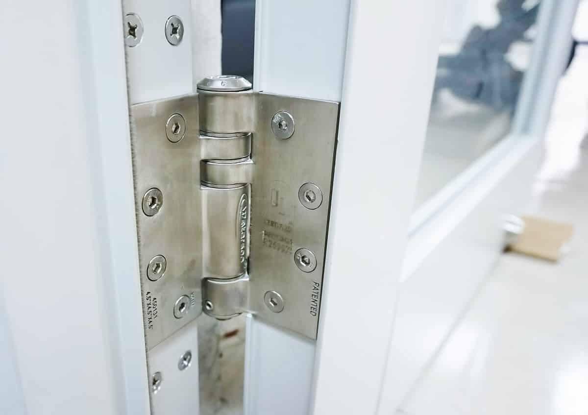安裝與一般鉸鍊相同,快速簡易。 高規不鏽鋼打造,結構強度領先業界。